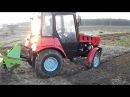 Трактор Беларус 320 МТЗ с почвенной фрезой в процессе работы