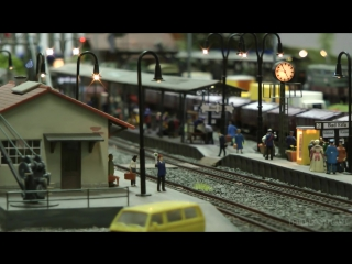 Big Model Train Show with a Funny Nudist Resort in HO gauge