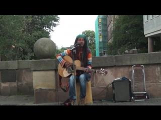 Парень Круто Поёт На Улице Песню Боба Марли (bob marley) - No Woman No Cry