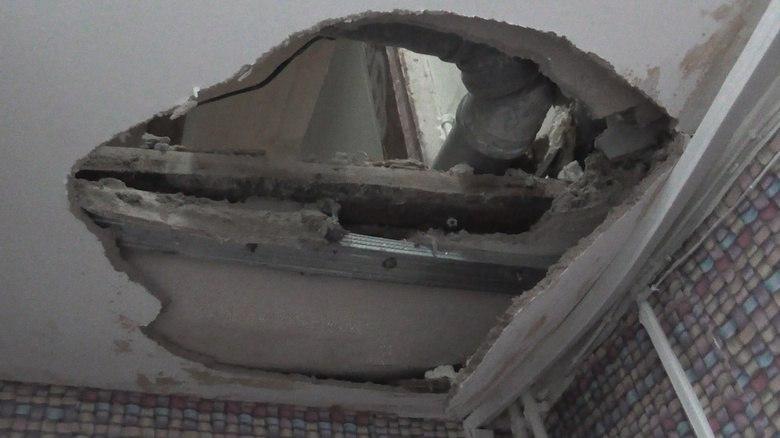 В старинном деревянном доме Томска рухнул потолок после капремонта