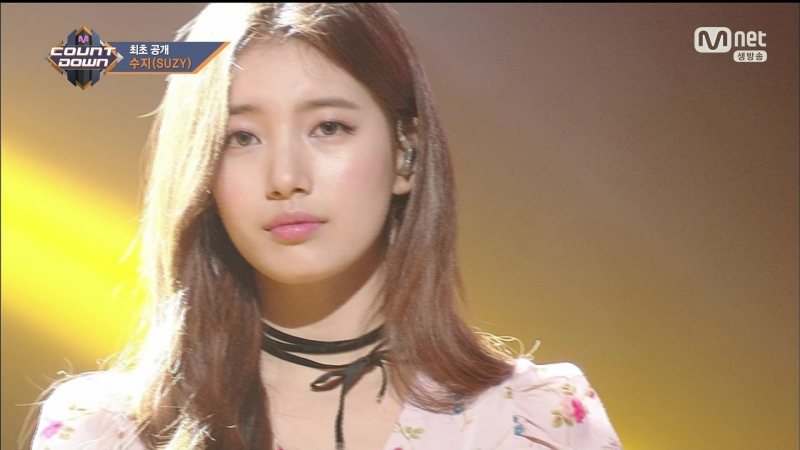 [Comeback Stage] 180201 SUZY (수지) - I'm in Love with Someone Else (다른사람을 사랑하고 있어) HOLIDAY