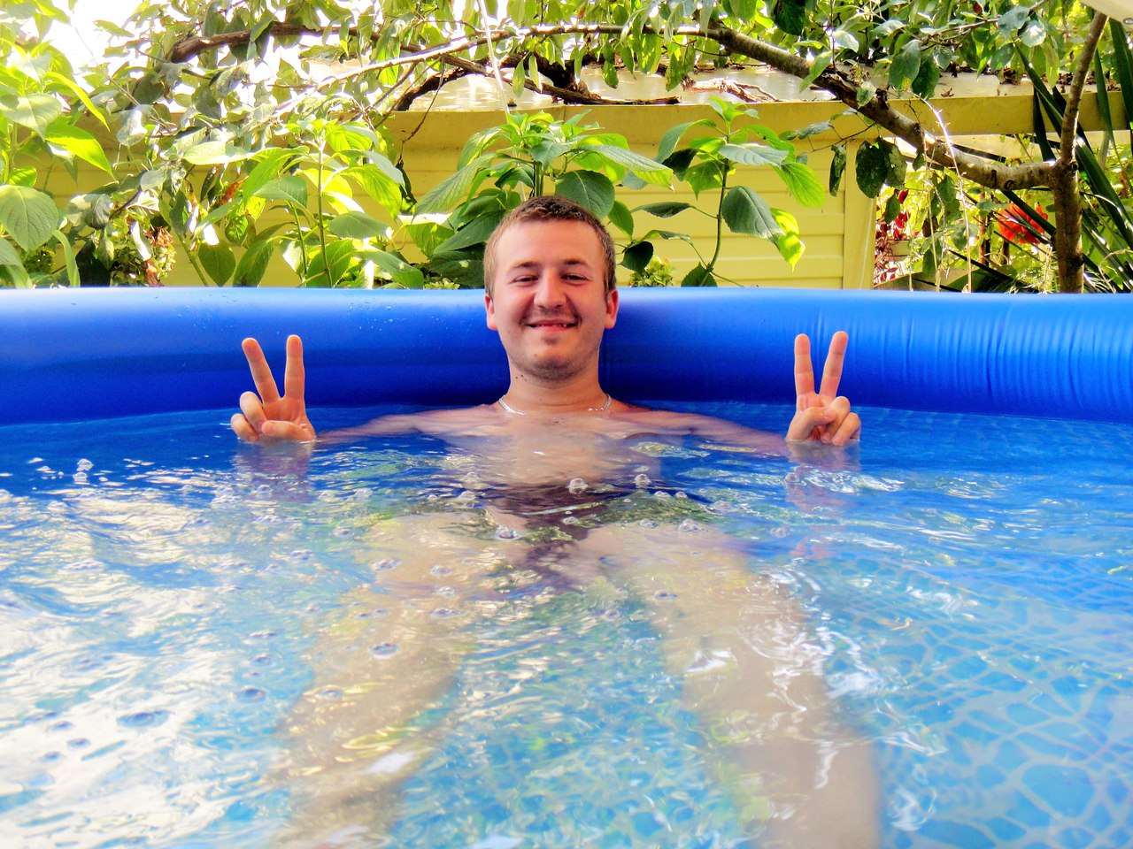 надувной бассейн, ребенок, семья, счастье, плавать раньше чем ходить
