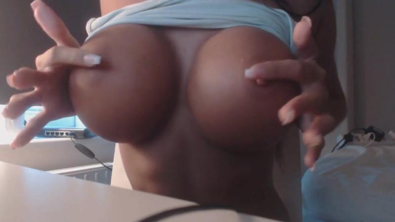 Супер сиськи Emelie Ekstrom фитоняшка секси big tits hard strip большая грудь