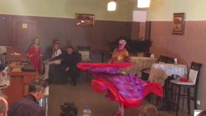 РУЧЕЕК Ирина Звягина танцую на Дне рождении мамы и дедушки моей ученицы 18 11 17
