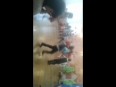 любимый сынишка танцует