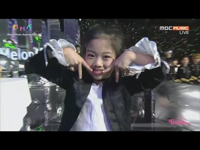 멜론뮤직어워드(Melon Music Awards) 여자남자 댄스상 후보 소개하는 나하은(Na HaEun)☆트와이498