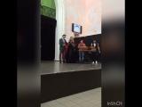 Награждает Эд Шульжевский
