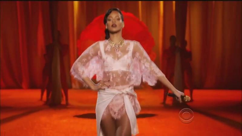 Rihanna - Runway Victoria´s Secret 2013