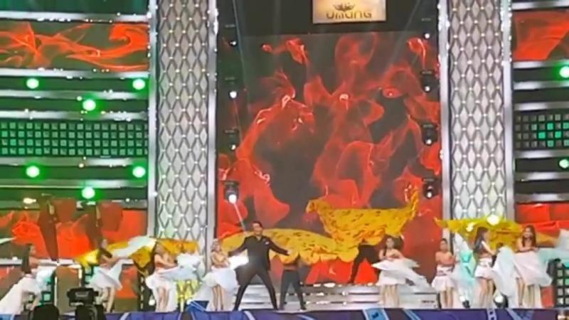 Shah Rukh Khan at Umang 2018 Mumbais Police Show - Zaalima, Hawayein