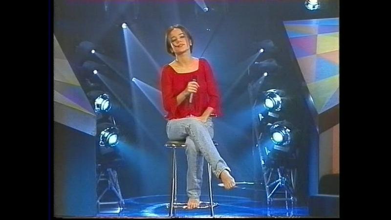 Alizee - Parler Tout Bas (2001-03-04. Droles de Champions)