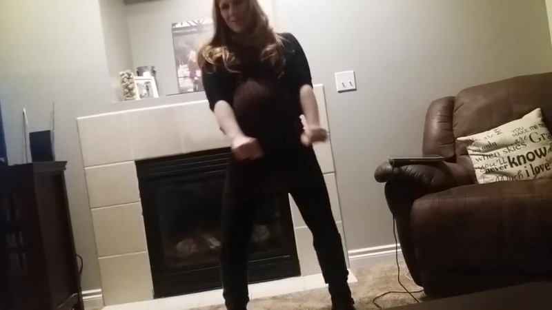 Pregnant mama gets down LOW! 40 weeks. Baby Mama Dance