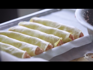 用鸡蛋饼将馅卷好,蒸上半小时,香喷喷的让饸便可以出炉了。