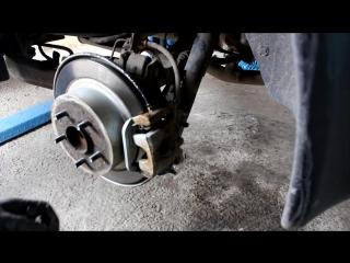Nissan Qashqai (Ниссан Кашкай) 2012 г.в. замена задних тормозных колодок
