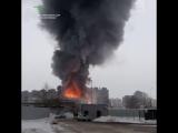 Трехэтажное офисное здание горит в подмосковных Химках