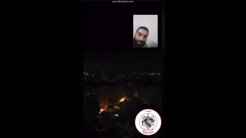 В Сирии сняли как ПВО сбивают ракеты США