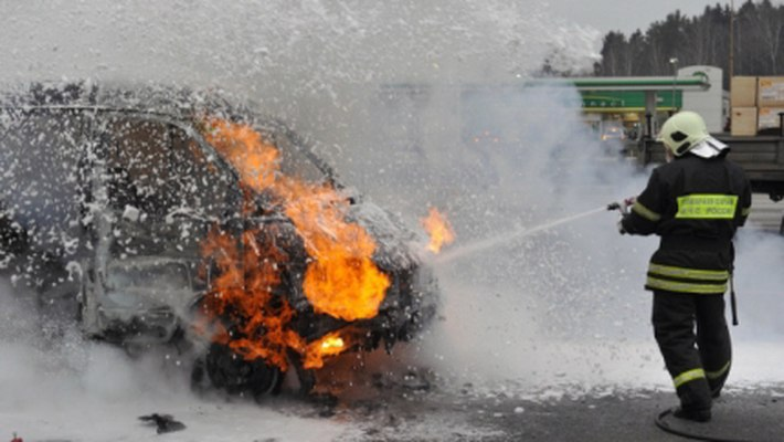 В Мурманске горят машины, в этот раз BMW