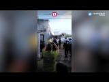Самолет рухнул на жилой дом
