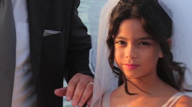 В США 13-летняя девочка вышла замуж за деда