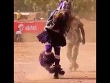 Índio dançando muito rápido