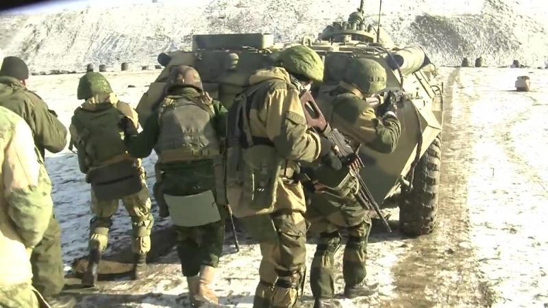 Армейское многоборье: наступательный проход группы с бронетехникой под прикрытием снайпера