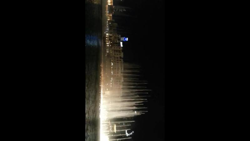 вот такие шикарные фонтаны в Дубае, в реале это смотрится бесподобно