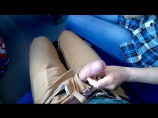 Молодая студентка сосет в поезде