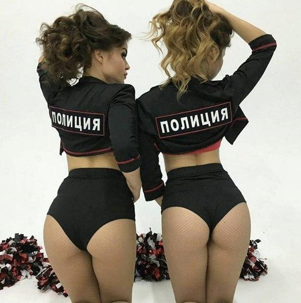Девушки в форме