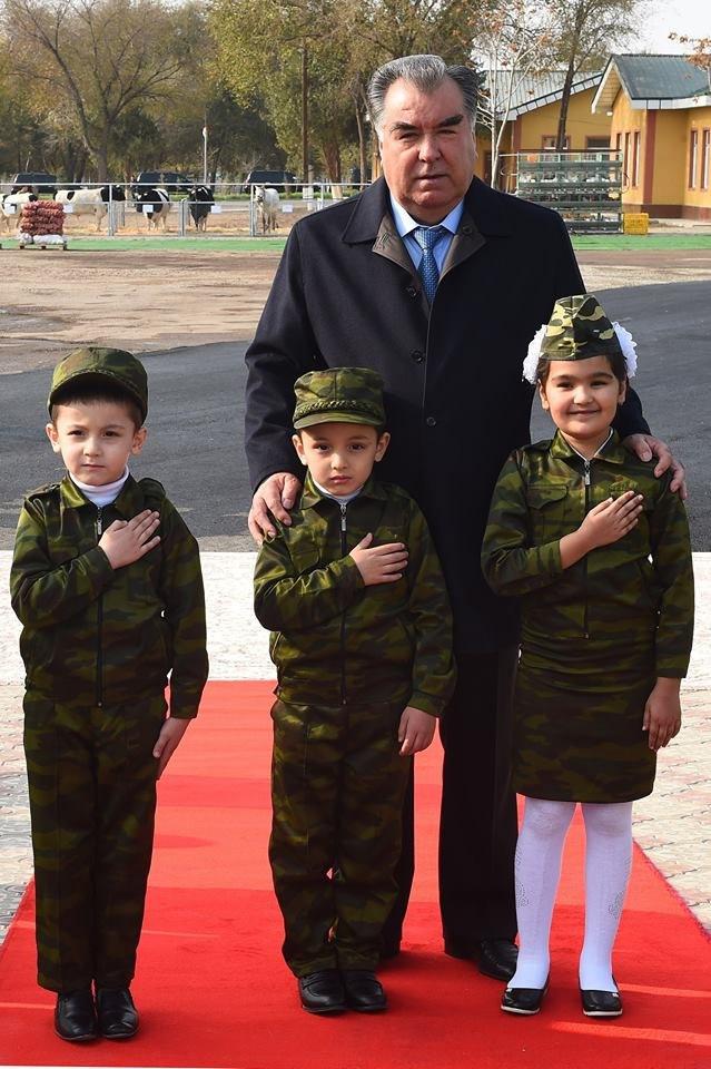Видео поздравление таджикской молодёжи обучающейся в России с днём Президента.