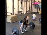 12-летняя девочка поднимает штангу весом 25 кг