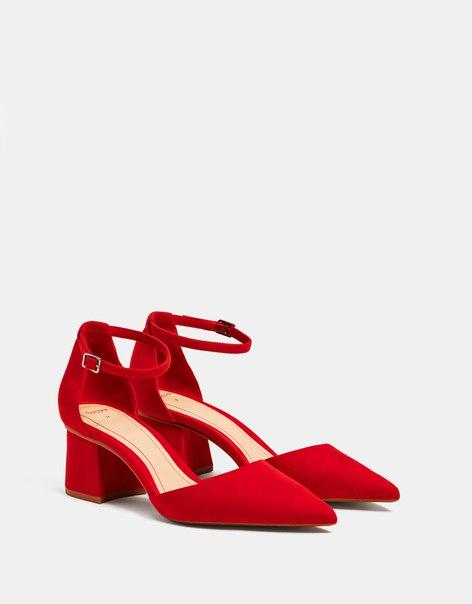 Красные туфли на каблуке средней высоты