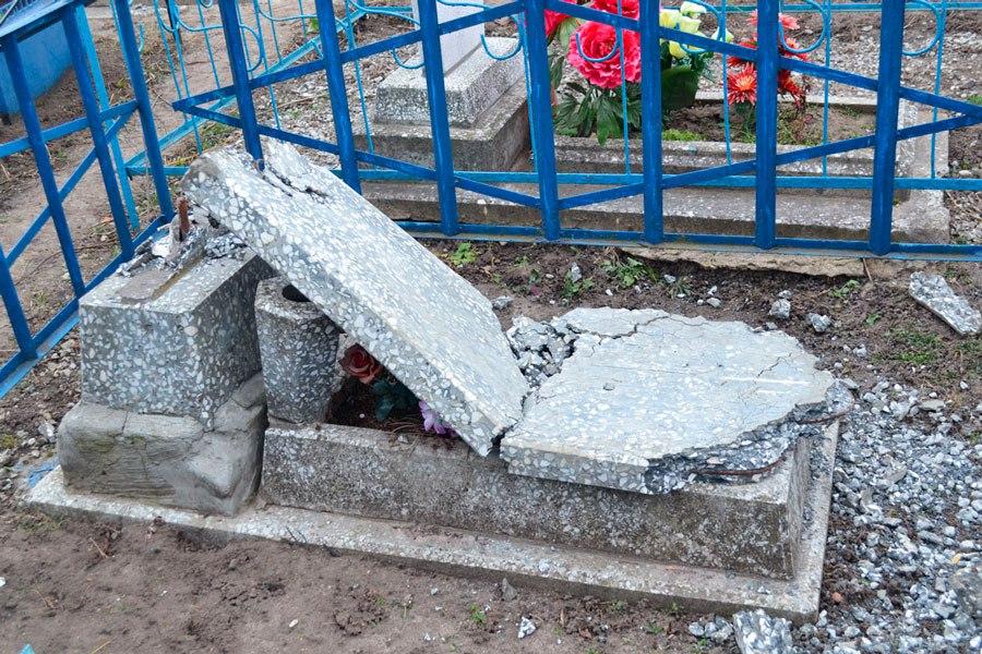 ВЛьгове 12-летние «шалуны» разгромили 29 монументов нагородском кладбище