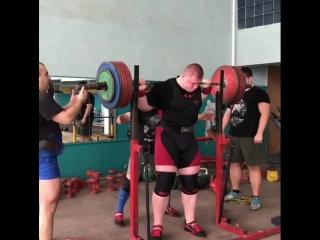 Павел Наконечный, приседания 330 кг на 3 раза