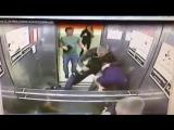 Старинная русская забава - кулачный бой в лифте. 1 vs 3 Омск