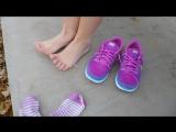 Девочка сняла красивые кроссовки и носочки. Сладкие ножки (socks feet footfetish sexy ступни teen фут фетиш)