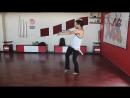 Парень классно танцует, восточный танец живота.mp4