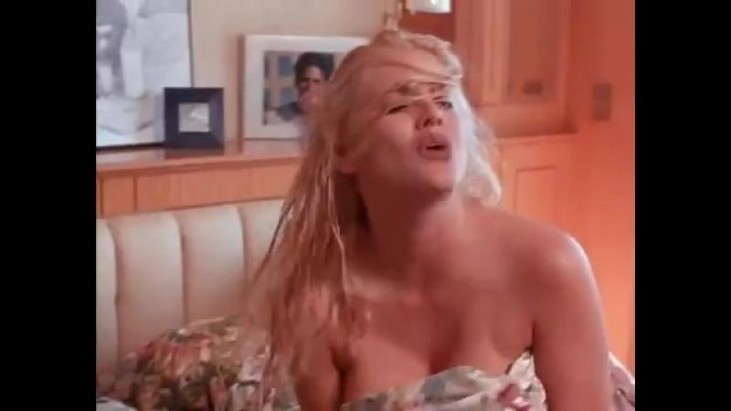 голая Anna Nicole Smith (Анна Николь Смит) - В фильме Небоскреб / Skyscraper vk.com/celebsinporn - все голые знаменито