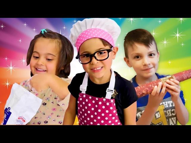 Fındık Ailesi Çocuklar GERÇEK mantı ve pizza yapıyorlar 😋🍜🍕 Yemek yapma oyunları Evcilik oyunları