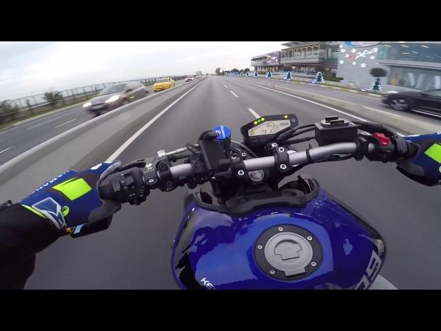 Tek Teker Eğitimine Giderken Ben Yamaha mt-09 wheelie