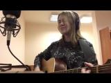 Милая девушка классно поет и играет на гитаре ♫
