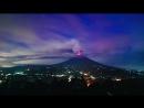 Таймлапс извержения вулкана Агунг и ночной грозы Бали, Индонезия, 28.11.2017