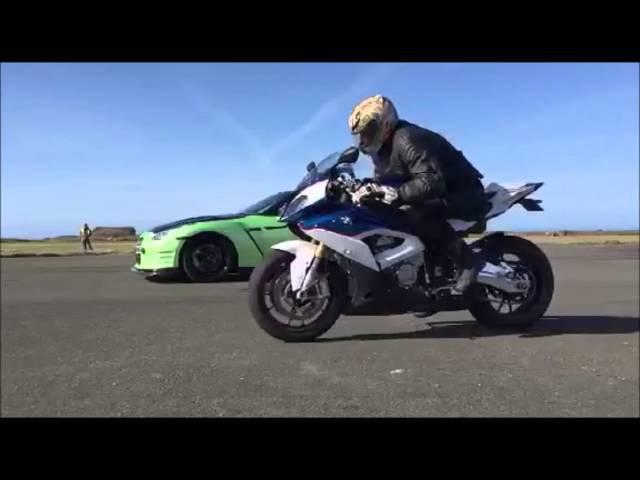 1000bhp GTR vs 2016 BMW S1000RR, drag racing on a runway, car vs bike