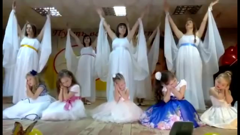 Мамы в зале плакали. Танец ,Мой ангел. Танцуют мамы и мл. группа студия ,Солнышк