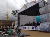 Оркестр играет музыку из кино в Петропавловской крепости в рамках Санкт-Петербургской Морской Ассамблеи