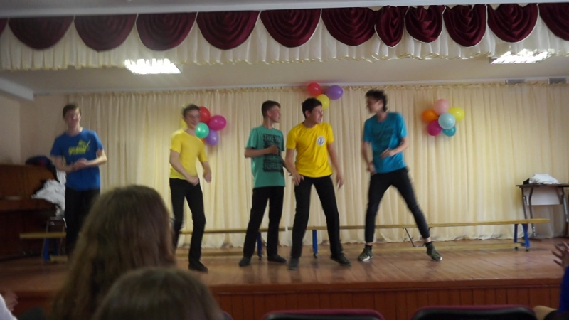 Танец мальчиков на последний звонок. 8