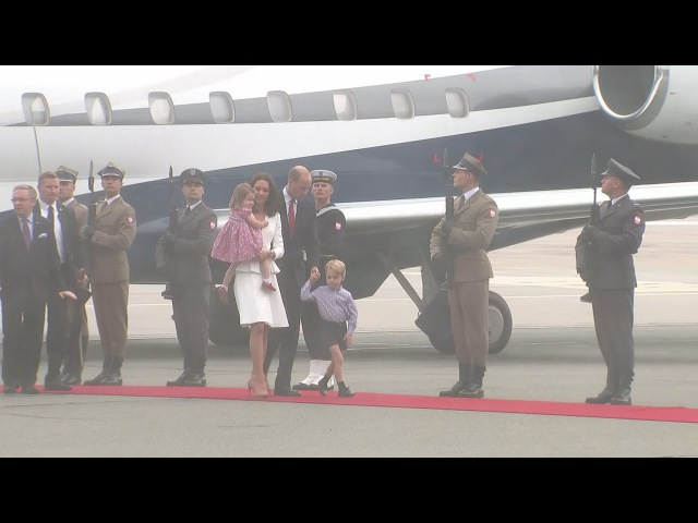 Duke and Duchess of Cambridge arrive in Poland with Prince George and Princess Charlotte