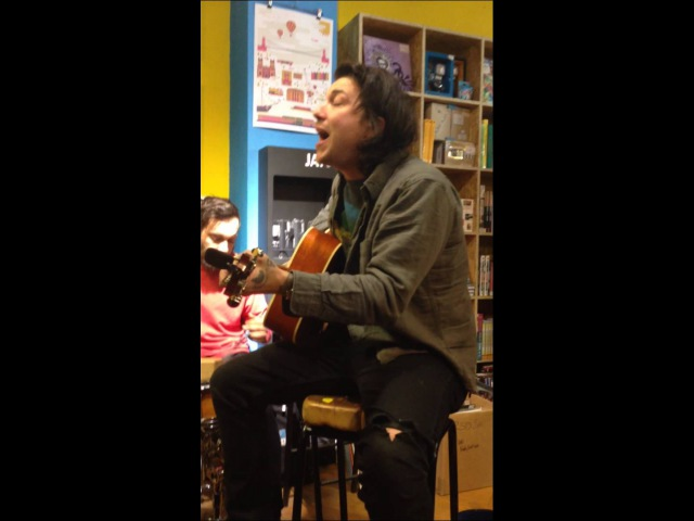 Frank Iero, Frnkiero andthe Cellabration acoustic - Prettiest Girl 25/04/15