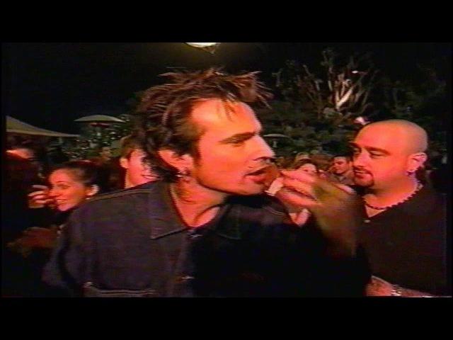 Tommy Lee Spills Drink on Fred Durst (2000)