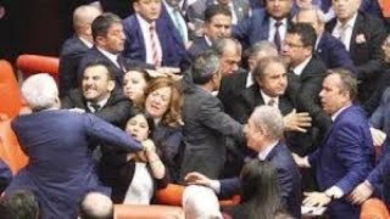 HDP millət vəkili türklərə soyqırımçı dedi və dava düşdü..