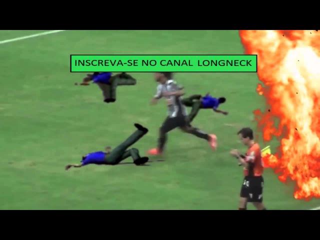 Ronaldinho joga granada na torcida do cruzeiro