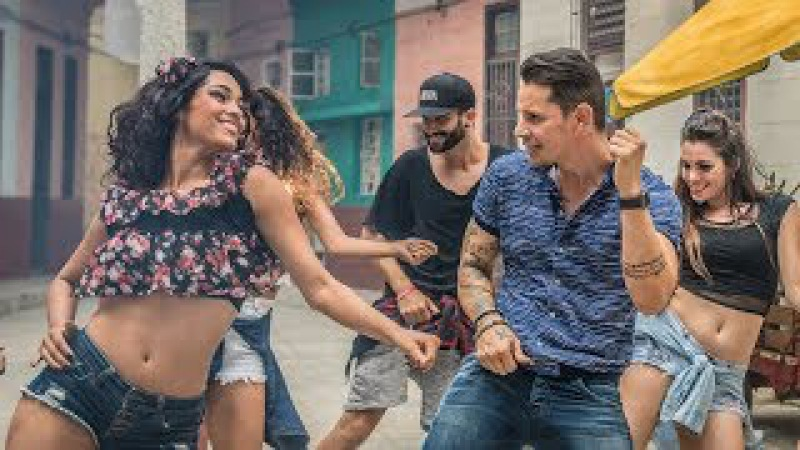 Te pongo a bailar (Video Oficial) - Leoni Torres